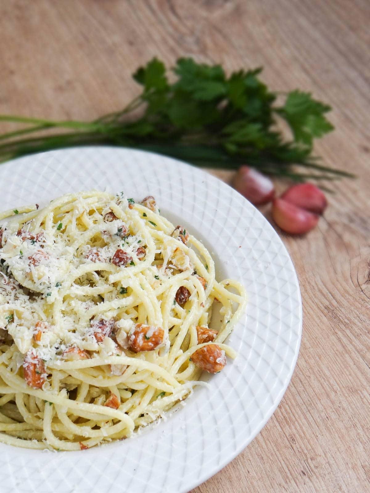 Spaghetti with Creamy Aglio e Olio (Garlic and Oil) and Almonds recipe