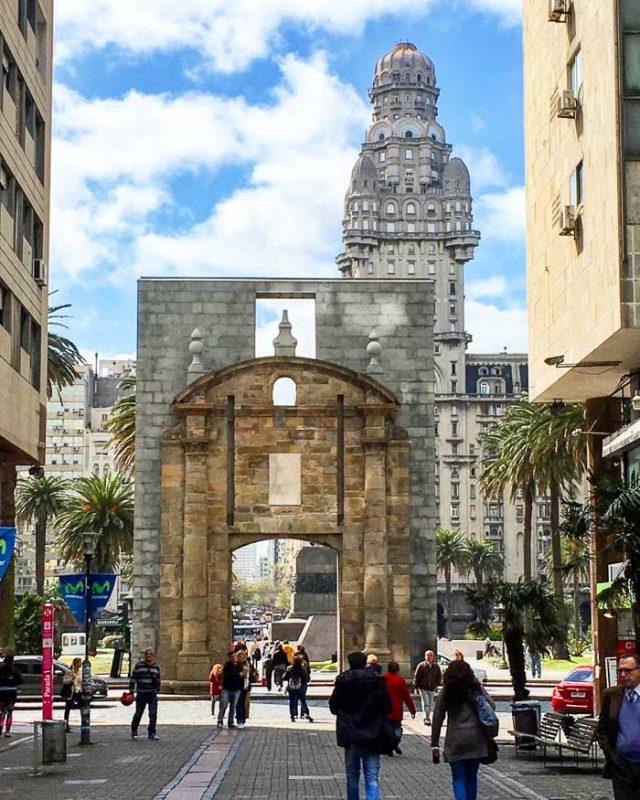 Puerta de la Citadela and Palacio Salvo on the back